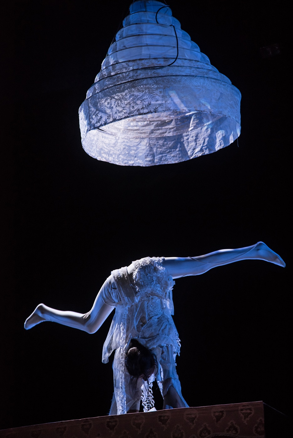 le-monde-d-en-haut-spectacle-musicien-et-equilibriste-1