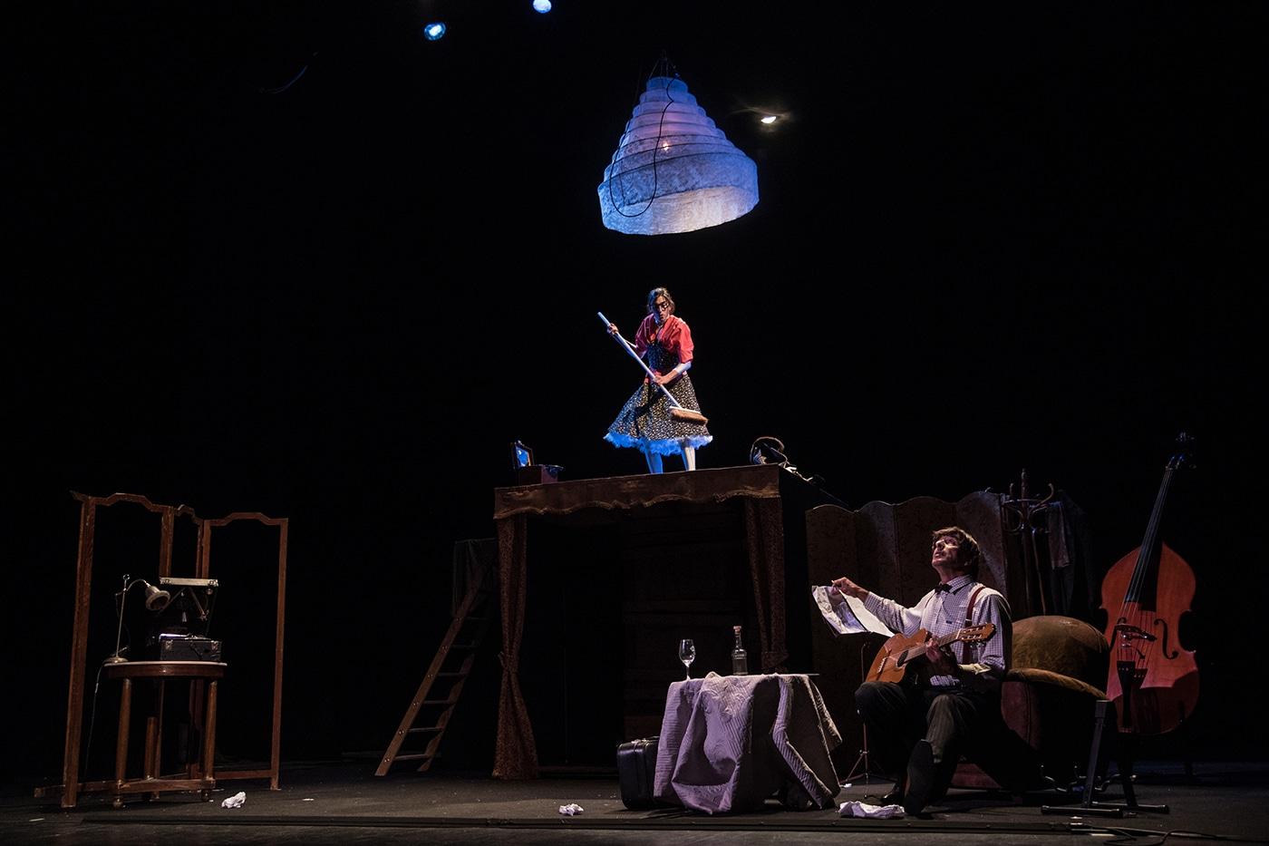 le-monde-d-en-haut-spectacle-musicien-et-equilibriste-2