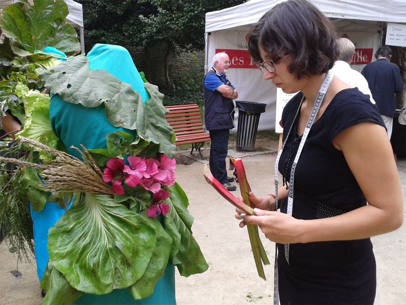performance-costume-costumiere-en-public-couture-vegetale-4